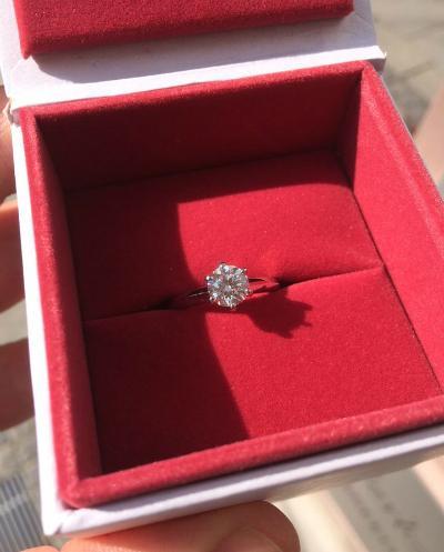 Der Verlobungsring klassisch in der Schatulle