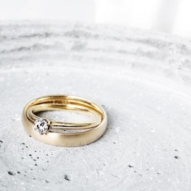 verlobungsring-the-one-0-2-ct-aus-gelbgold-diamant