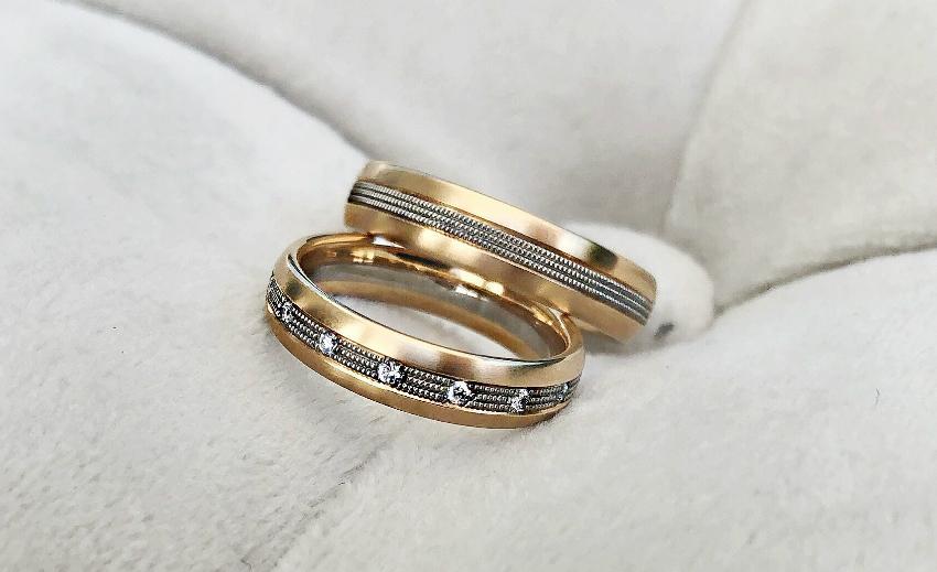 Ein wunderschöner Ehering für den zukünftigen Partner