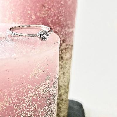 verlobungsring-bezeline-0-15-ct-aus-weissgold-diamant