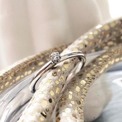 verlobungsring-the-one-0-05-ct-aus-weissgold-diamant