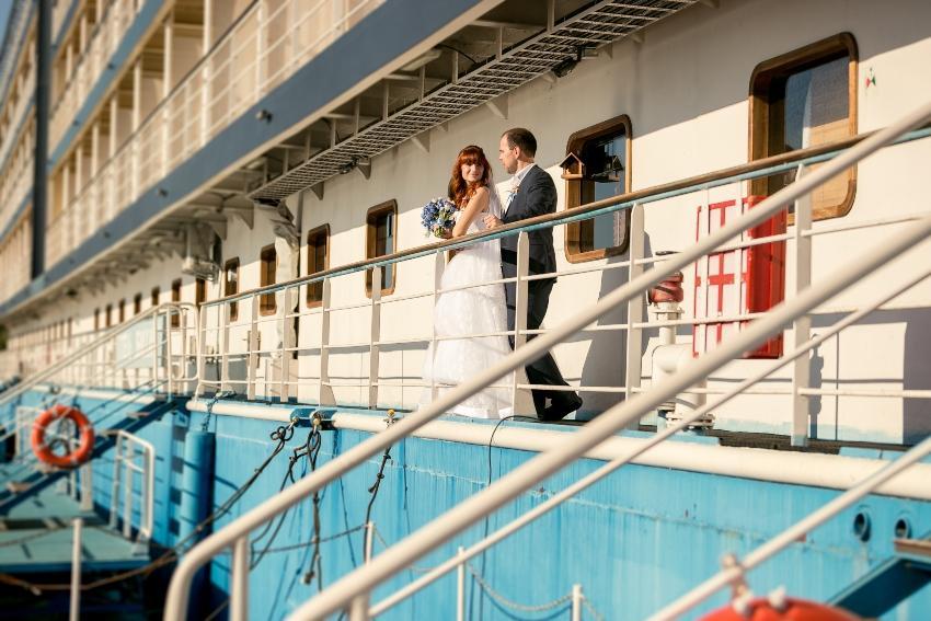 Brautpaar auf einem Schiff
