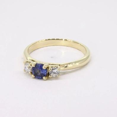 verlobungsring-3diamonds-blue-aus-gelbgold-blauer-saphir