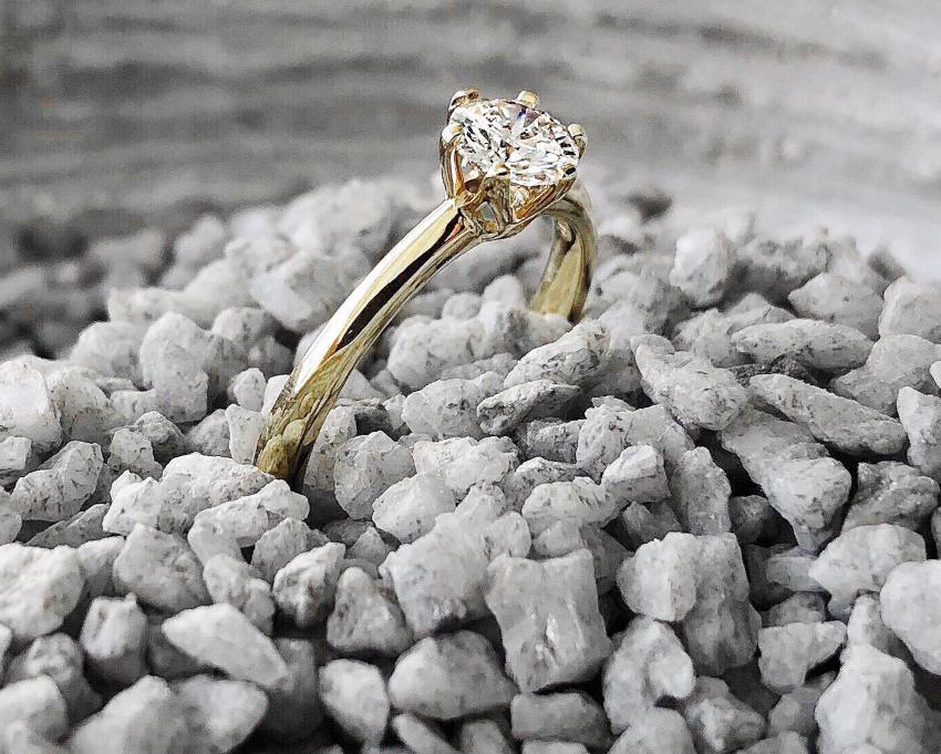 Verlobungsring in Gold mit Diamant für den perfekten Heiratsantrag in Venedig