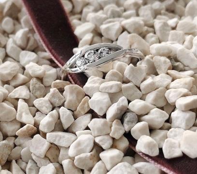 verlobungsring-triology-aus-silber-diamant