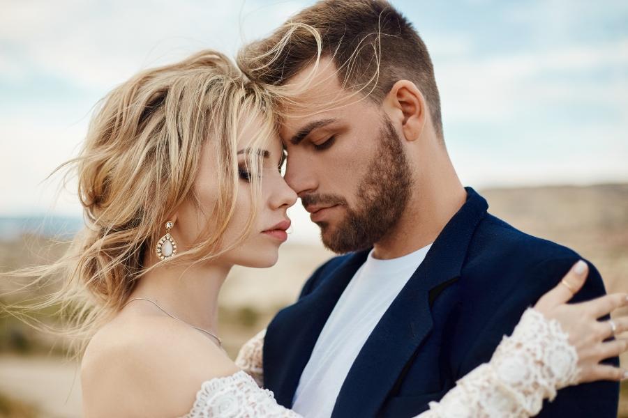 brautpaar-modernes-heiraten-hochzeitstrends-2020