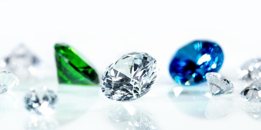 Diamanten mit Saphir und Smaragd