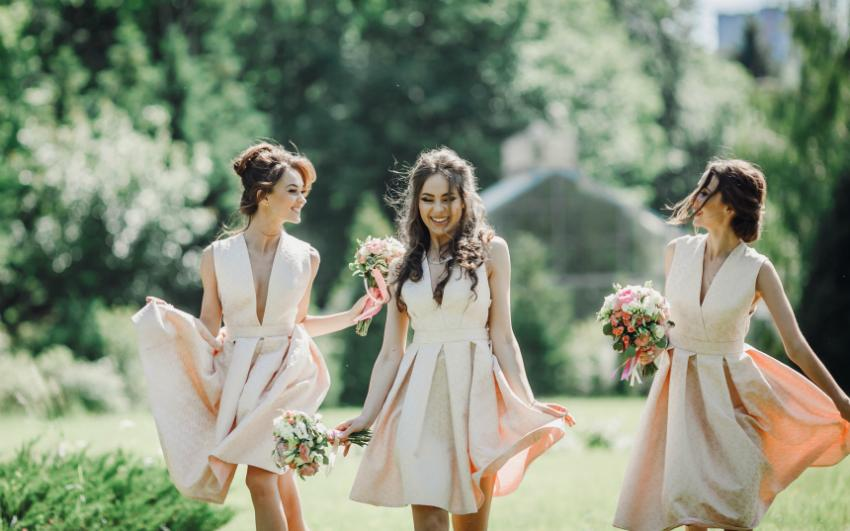 Brautjungfern sollen der Braut bei Stress zur Seite stehen