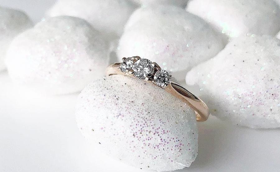 verlobungsring-3diamonds-0-5-ct-aus-rosegold-diamant-trilogy-fassung