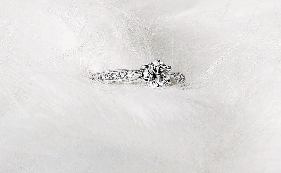 verlobungsring-le-pavee-0-68-ct-aus-weissgold-diamant