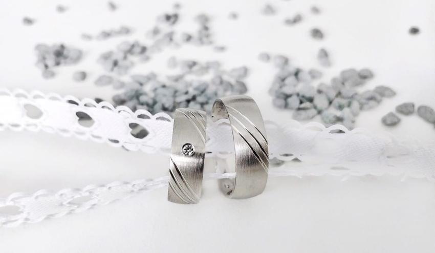 Wunderschönes Ringpaar - ein Damenring mit Diamant und ein Herrenring