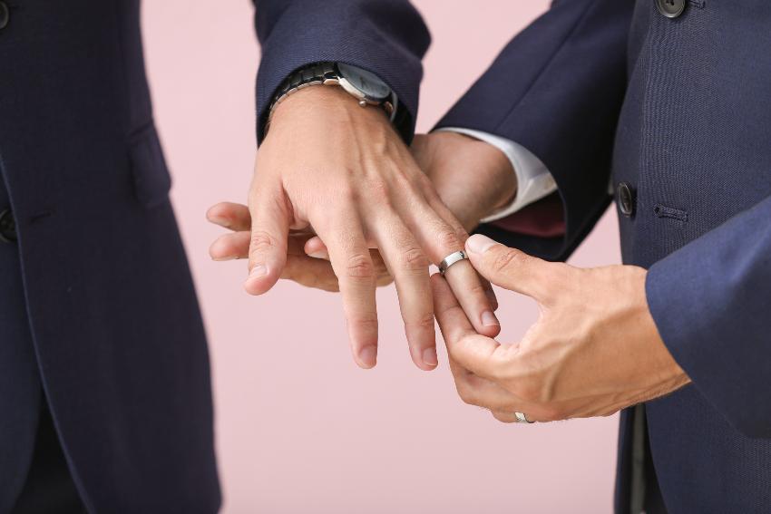 Ringe für Paare - Hier: Homosexuelles Pärchen mit Partnerringen