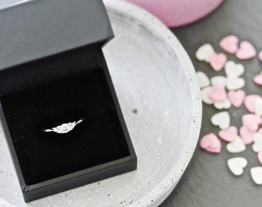 Wunderschöner Verlobungsring in Etui - Verlobungsring aussuchen mit Stil