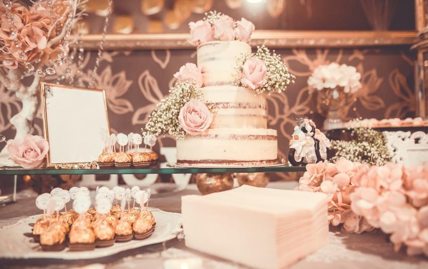 Hochzeitstorte und Gebäck