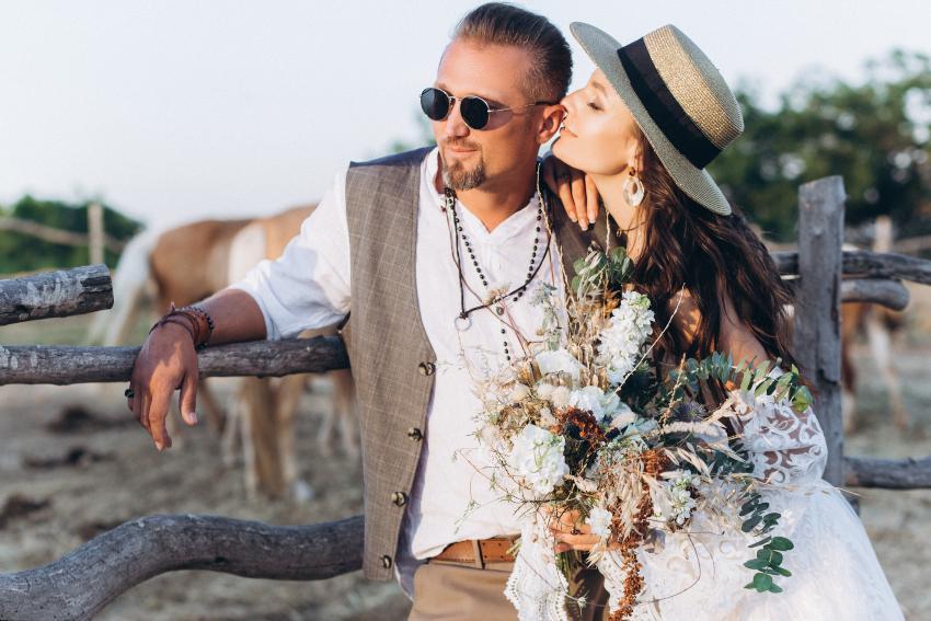 Junges Ehepaar im Bohemian Stil