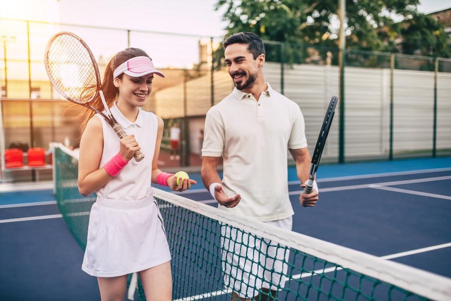 sportlicher-heiratsantrag-tennismatch