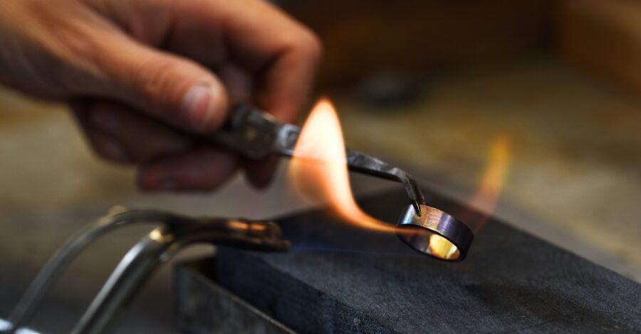 Ring wird bearbeitet - Handgefertigte Ringe