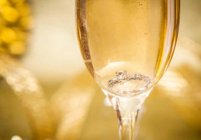 Ring im Champagnerglas