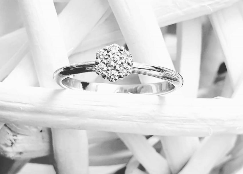 7 Diamonds Verlobungsring | besetzt mit 7 Diamanten in Top Wesselton Qualität
