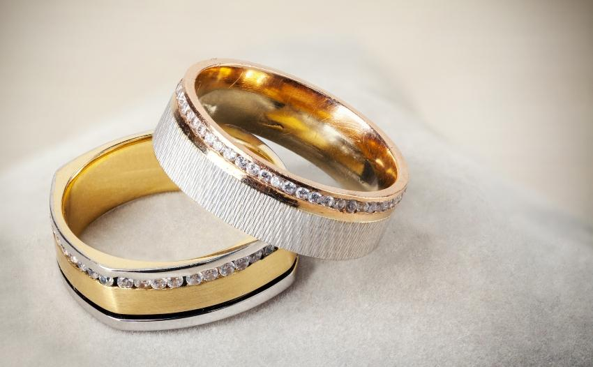 Bicolor-Ringe mit Diamantbesatz
