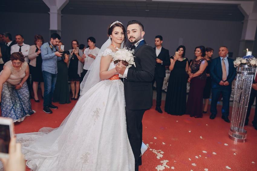 Ein türkisches Hochzeitspaar auf der Tanzfläche