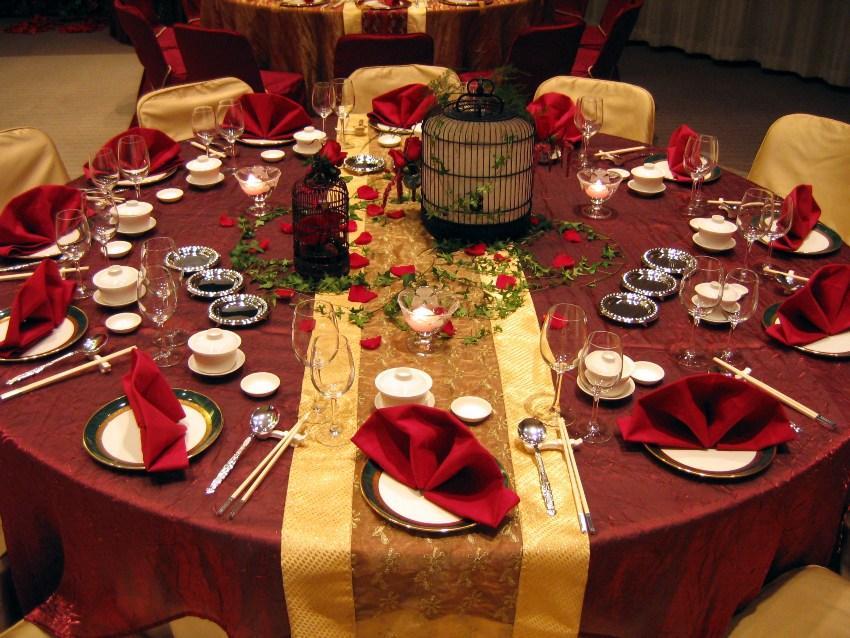 Gedeckter Tisch in einem asiatischen Restaurant