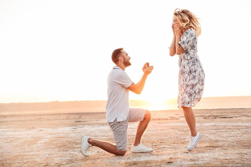 Heiratsantrag am Strand - angesagte Ringe