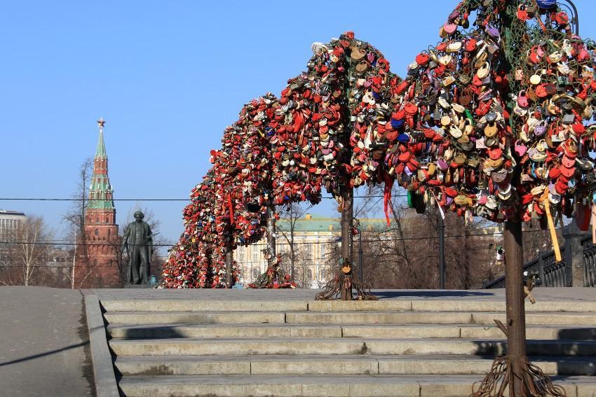 Luschkow Brücke in Moskau - Verlobung in Moskau