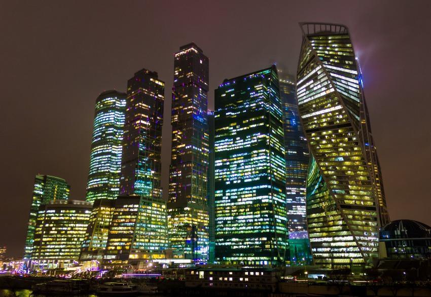 Die Türme des Moskauer Geschäftsviertels - Verlobung in Moskau