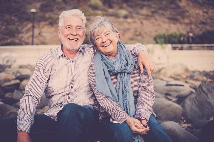 Altes Ehepaar auf Reisen