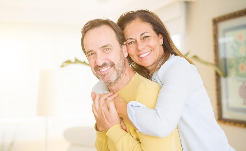 Mann und Frau im mittleren Alter