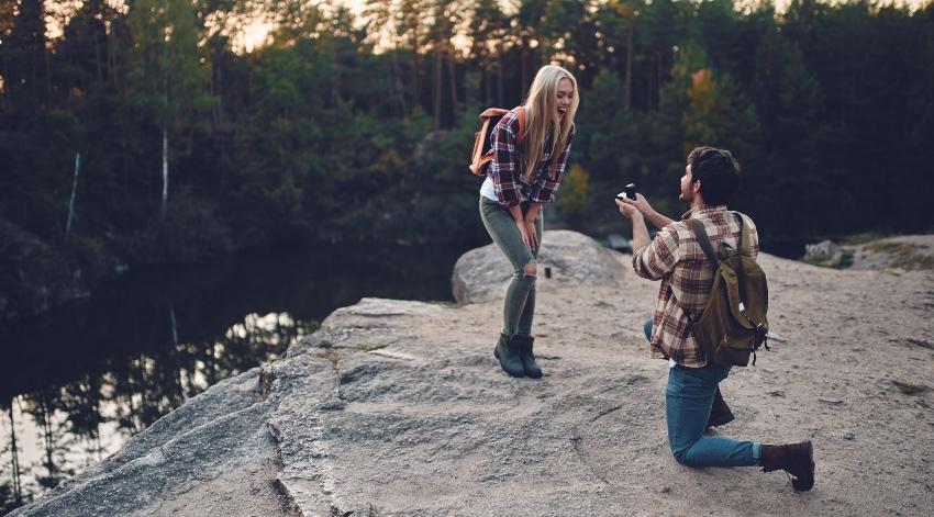 Heiratsantrag im Wald