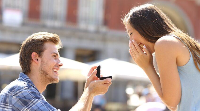 Heiratsantrag in der Stadt