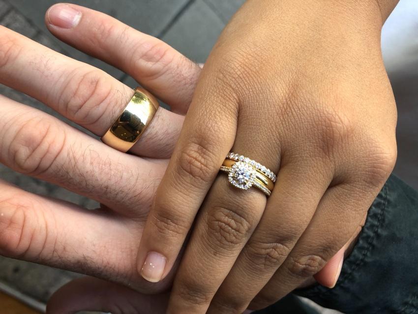 Verlobungsring in Weißgold mit Ehering kombinieren