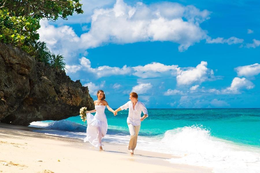 Tropische Hochzeit am Strand
