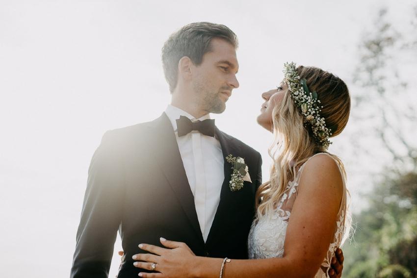 Ein Paar am Hochzeitstag