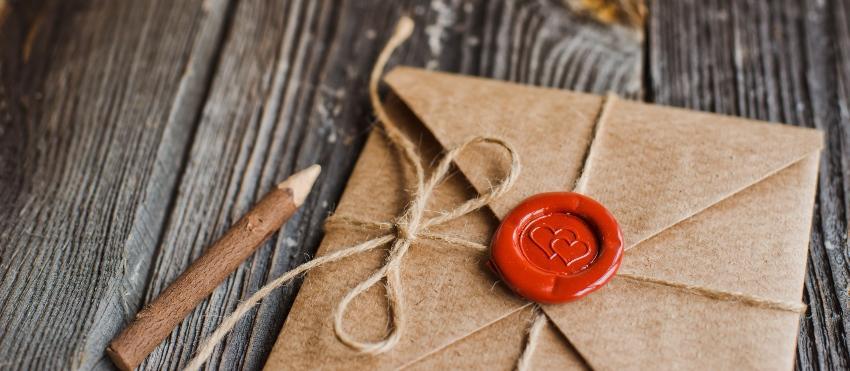 Liebesbrief im Umschlag mit Siegel