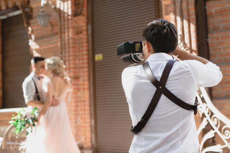 Fotoshooting mitten in der Stadt Urbane Hochzeit