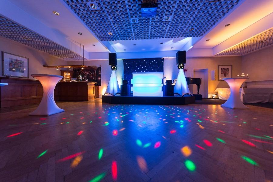 Tanzflaeche fuer eine Hochzeitsfeier hochzeitsmusik