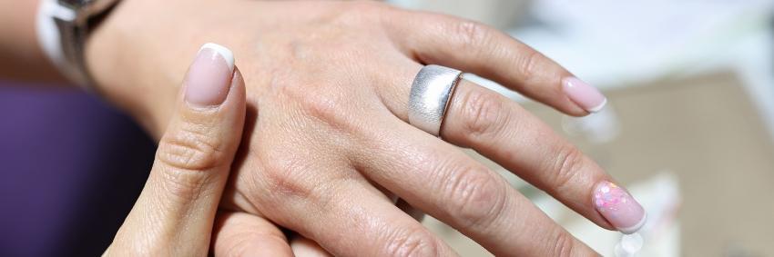 Breiter Verlobungsring - schmal oder breit
