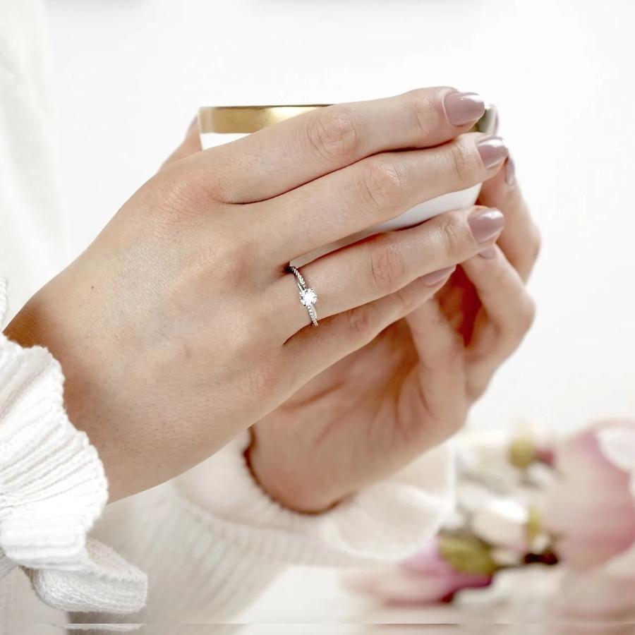 verlobungsring-le-sole-0-38-ct-aus-platin-diamant-extravagante-verlobungsringe