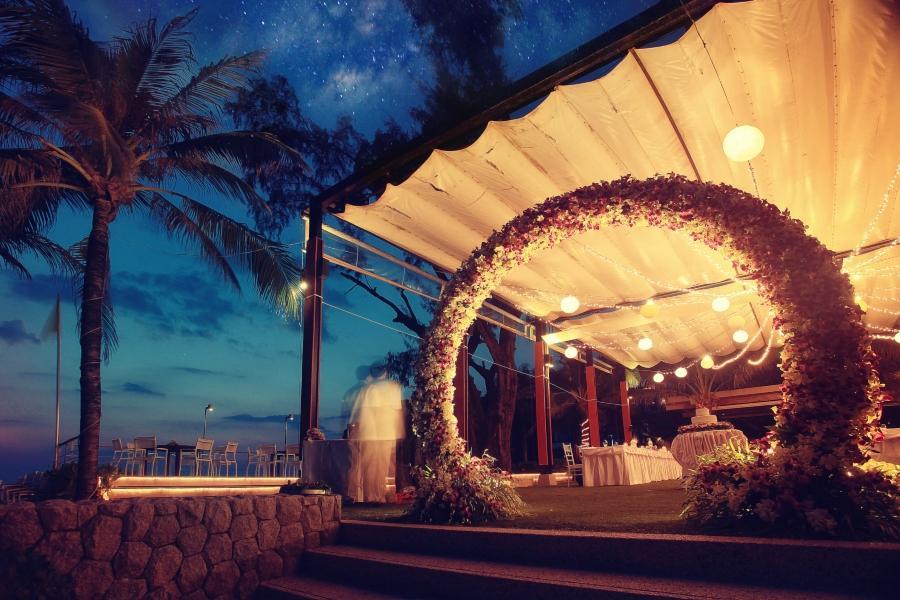 Dekoration Hochzeit Blumenbogen Nacht Hawaii
