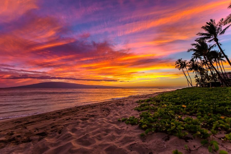 Kaanapali Beach auf Maui Hawaii bei Sonnenuntergang