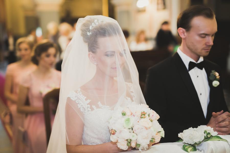 Brautpaar bei der Trauung - traditionell ist auch die Morgengabe