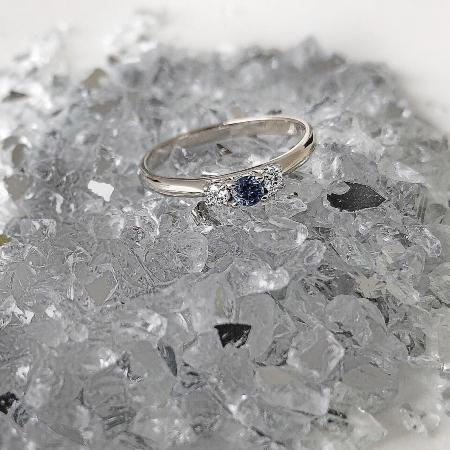 Verlobungsring 3 Diamonds Blue in 585 Weißgold