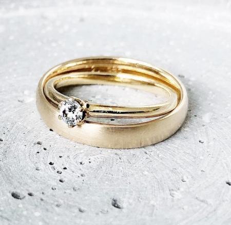 The One 0,15 ct. Solitärring aus 585 Gelbgold mit Diamant - Handgefertigte Ringe