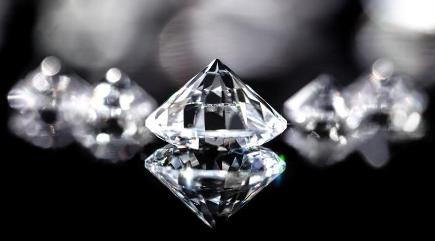 Nahaufnahme Diamant im Brilliantschliff