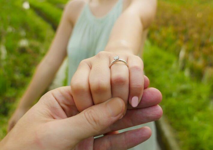 Junges verlobtes Paar