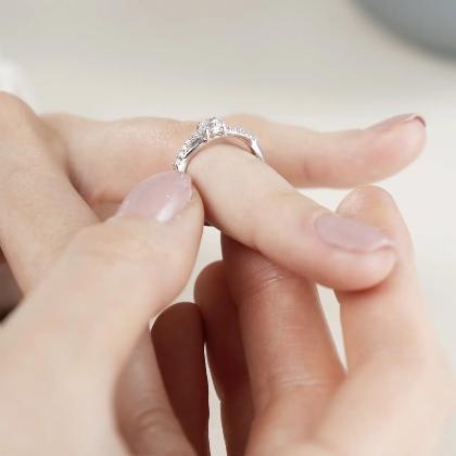 Royal Love Zirkonia   Moderner Verlobungsring aus 375 Weißgold mit Zirkonia