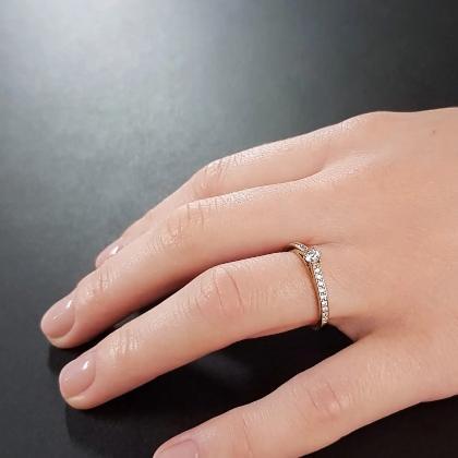 Le Pavee 0,33 ct.   Solitärring aus 585 Gelbgold mit Diamant (0,15 ct. + 0,18 ct.)